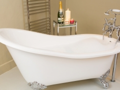 Slipper bath in bedroom